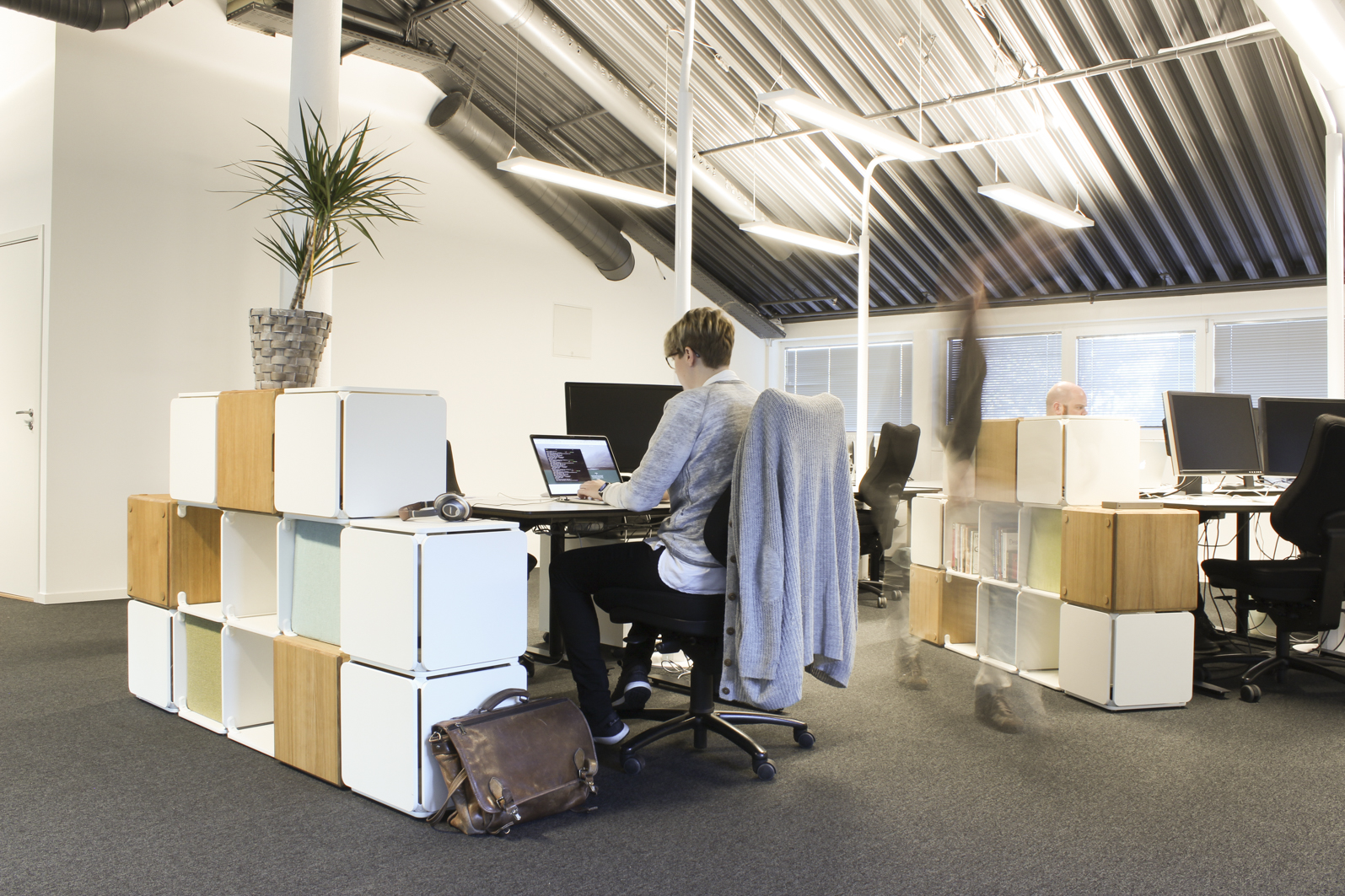 Office landscape privacy and storage